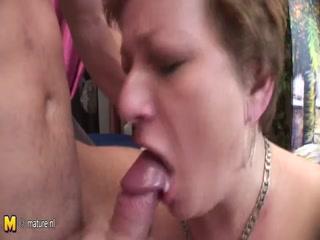 Порно видео инцеста мамы со своим молодым сыни