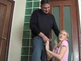 Секс с молодой девушкой и ее парнем  видео для возбуждения